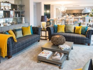 Open plan entertaining and relaxation space