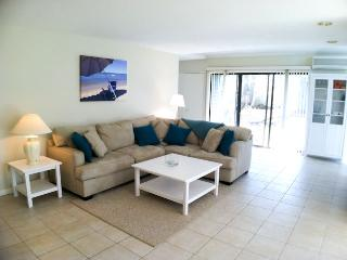 Large 3 bedroom, sleeping 8 with A/C & pool access (extra fees apply) - EN0602