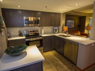 Lagoons 98, a pet-friendly 3 bdrm, private hot tub, Whistler