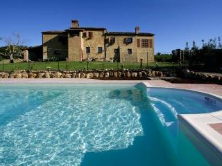 nice house with pool near San Gimignano