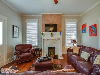 3BR/3BA Historic Remodeled House, Downtown Nashville, Sleeps 6