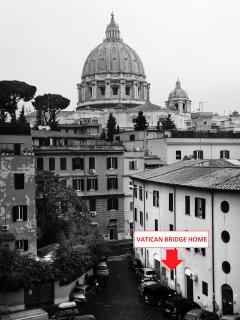 Vista dell'appartamento dal ponte della ferrovia vaticana
