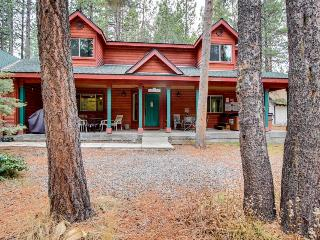 Modern & cozy home with room for 12!, South Lake Tahoe