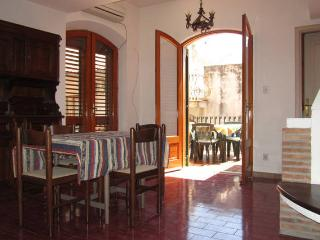 Taormina-Al mercato- cozy flat with terrace
