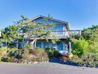 Oceanview, spacious home with very close beach access, Seaside