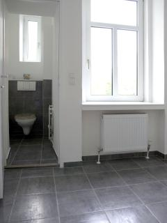 Entrance area with detached toilet