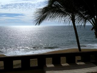Perfect 3bd Beachfront Condo, 3rd FLR w oceanview!