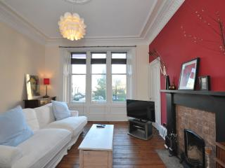 West end - City flat, sleeps 6. Great location!, Glasgow