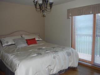 Stay at this beautiful cottage in Allenwood beach