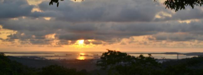 Vista desde Koralina: Barú, Bochachica a la vista. Ruta de entrada de barcos.