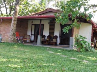 Honeymoon Cottage, Wadduwa Beach Villa, in a secluded spot by the beach