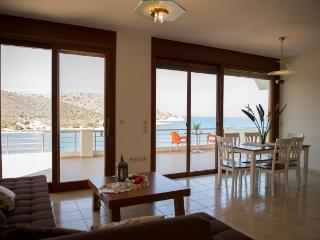 Oceanis Suite, Beachfront Apartment, Tholos Beach, Kavousi