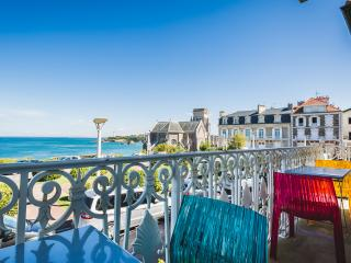 SPECIAL OFFER -33% Central Oceanfront Duplex w/ Balcony & Garage, Biarritz