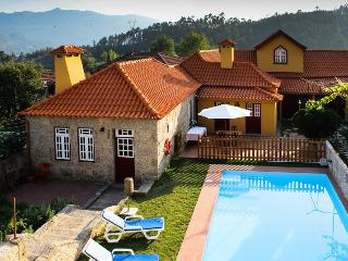 Charming villa w/ pool for families/friends, Terras de Bouro