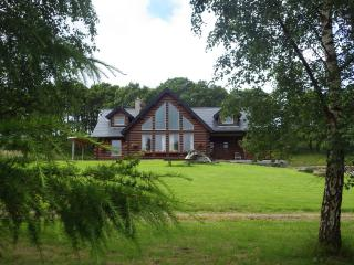 Eaglewood Lodge luxurious self catering accommodation in a log cabin.