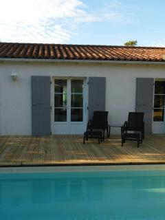 Terrasse bois avec transat