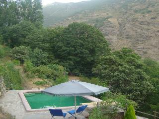 Casa NOGAL Cortijo con piscina en La Alpujarra
