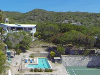 Beachfront villa with pool, tennis, superb view, Treasure Beach