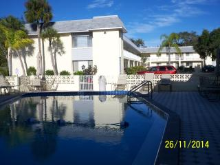 Luxury Condo 2 blocks from Siesta Key Beach