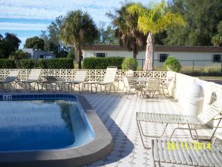 Luxury Condo 2 blocks from Siesta Key Beach