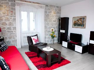 COZY APARTMENT IN THE HEART OF SPLIT-ILICEV PROLAZ