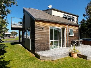 By The Beach - Whangamata Holiday Home