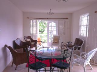 Sea Coast GF 2 bed villa 50 metres from the beach, Oistins