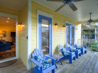Gulf views, roof deck, community pool access on quiet street - The Five SeaSons, Seagrove Beach