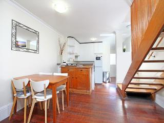 Charming workers cottage in leafy inner city Glebe, Sydney