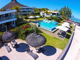 Leora Beachfront - Ocean view by Horizon Holidays, Tamarin