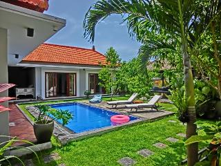 Lux 3Bed Villa 88 BatuBelig,Seminyak.Walk to Beach