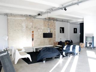 Unique Loft Apartment in Kreuzberg Berlin 322, Berlín