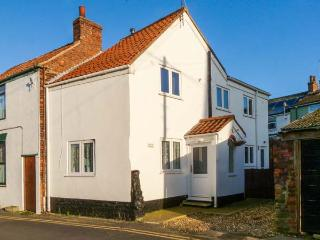 MILTON COTTAGE, close to amenities, family-friendly cottage in Hornsea, Ref