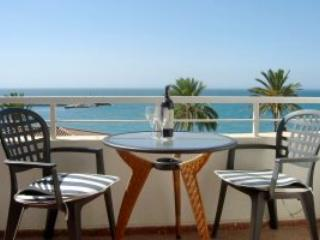 Lovely Beach Front Holiday Apartment, Caleta De Velez