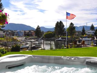 Tahoe Keys Waterfront~huge spa, dock in backyard, South Lake Tahoe