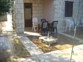 Apartment Vlaho for 5 in the Mediterranean surroundings, Racisce