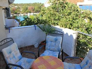Apartment Artur 3 for 5 with seaview and AC, Grebastica