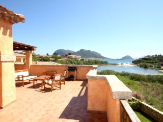 New apartment with huge terrace and seaview, Golfo Aranci