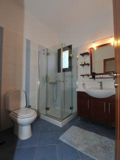 Comfortable Bathroom No2