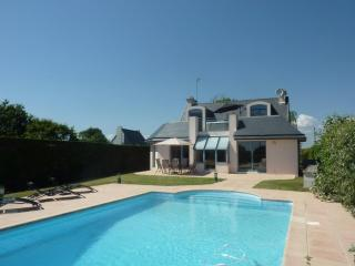 Ty Forn - Outdoor pool, Jacuzzi and sea views