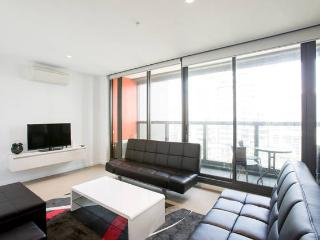 Melbourne CBD 2Br 2Bth Apt Indoor Pool & balcony