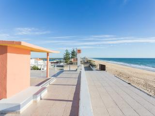 Amazing Beach Apartment! By the Sea!!, Faro