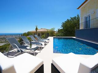 Villa Mar: Stunning sea views in a quiet area.