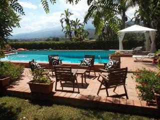 Villa Taormina Taromina Villa with pool, Villa to let near Taormina, Villa with