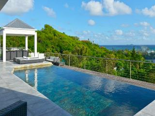 Aya - Ideal for Couples and Families, Beautiful Pool and Beach