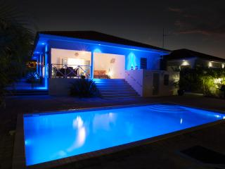 villa with private pool for rent on Curacao