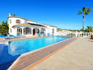 Villa Vallesa - Just 1.5 km to sandbeach and restaurants.