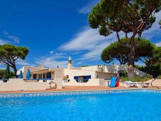 Delightful 4 Bed Villa with WiFi-J106