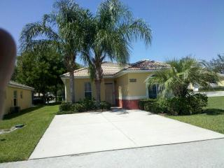 Beautiful Lake Marion 2-bed in Palm Tree Paradise