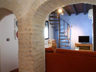 APARTMENT IN HISTORIC CENTER  & COMFORTABLE BED